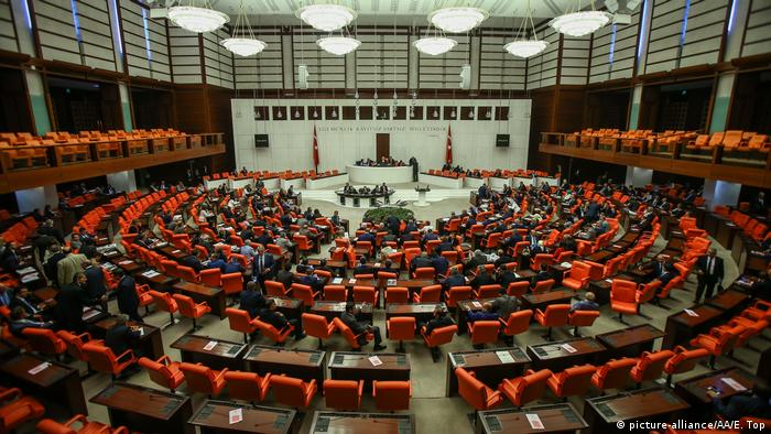 Türkei Ankara Parlament Innenaufnahme (picture-alliance/AA/E. Top)