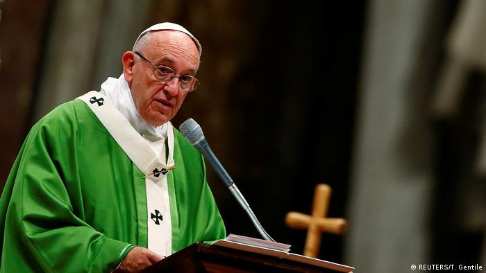 Vatikan Papst Franziskus feiert Messe für Gefangene