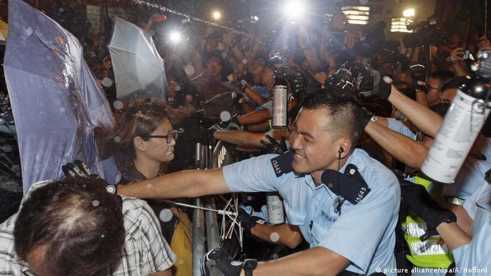 China Tausende demonstrieren in Hongkong gegen Einmischung aus Peking
