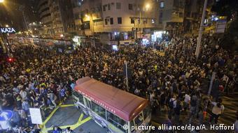 China Tausende demonstrieren in Hongkong gegen Einmischung aus Peking (picture alliance/dpa/A. Hofford)