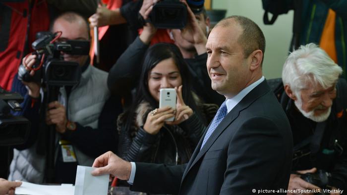 Bulgarien Rumen Radev bei der Stimmabgabe
