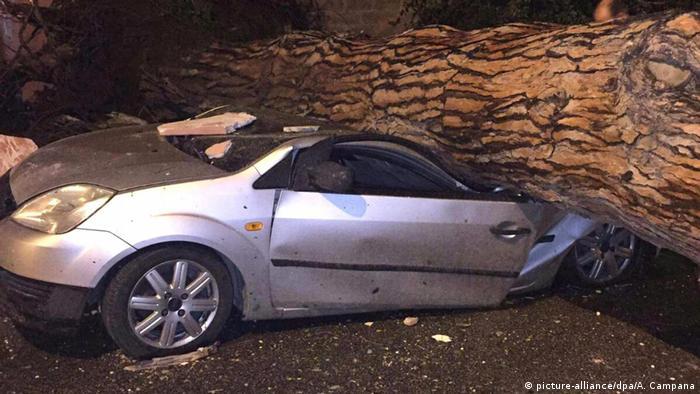 Italien Tornado damage in Ladispoli (picture-alliance/dpa/A. Campana)