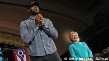 USA Cleveland LeBron James und Hillary Clinton Campaigns In Crucial States Ahead Of Tuesday's Presidential Election (Getty Images/J. Sullivan)