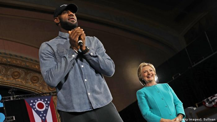 USA Cleveland LeBron James und Hillary Clinton campaign in crucial state ahead of Tuesday's presidential election (Getty Images/J. Sullivan)