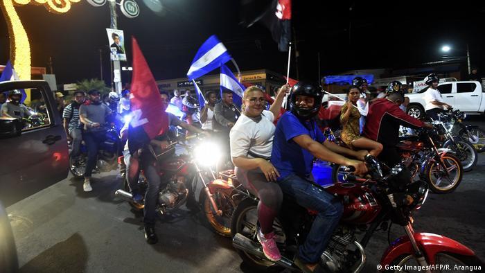 Nicaragua Wahl - Sieg Präsident Daniel Ortega, Anhänger feiern in Managua (Getty Images/AFP/R. Arangua)