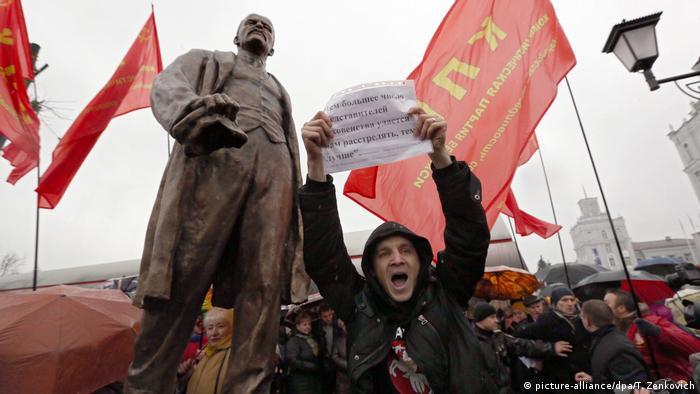 Оппозиционер Дмитрий Дашкевич протестует против установления в Минске памятника Ленину