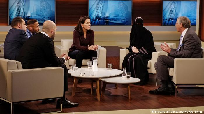 ARD-Talkshow Anne Will mit Nikab-Nora (picture alliance/dpa/NDR/W. Borrs)