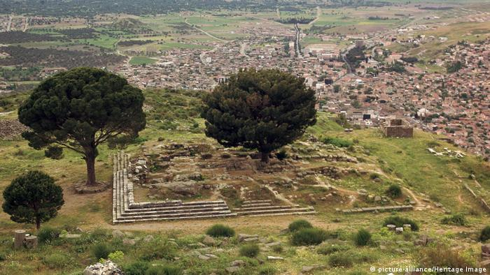 View of original site in Pergamon (Photo: picture-alliance/Heritage Image)