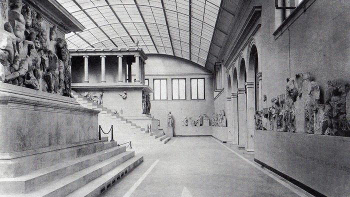 Pergamon Altar, reconstruction 1908 (Photo: public domain)