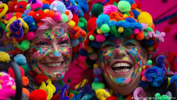 Carnival, Dusseldorf (picture alliance/dpa/F. Gambarini)