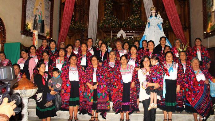 Mujeres de la cooperativa indígena Tamachij Chihuatl de Puebla.