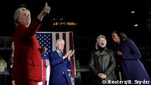 Philadelphia Wahlkampf Hillary Clinton Bill Clinton Bon Jovi (2nd R) Michelle Obama (R)