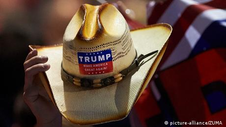 USA Wahlkampf Cowboy Hut Make America great again (picture-alliance/ZUMA )
