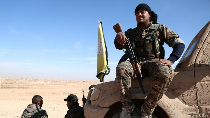 Syrien Region Rakka SDF Kämpfer (Reuters/R. Said)