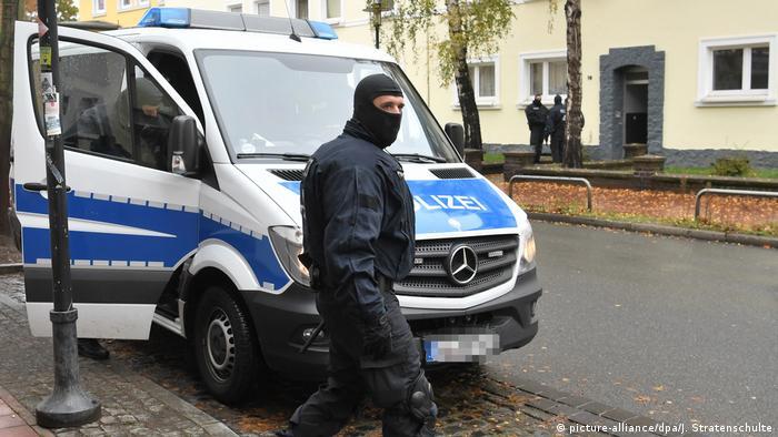 La Policía capturó a cinco presuntos miembros de la milicia terrorista Estado Islámico (EI) en Renania del Norte-Westfalia y Baja Sajonia. Entre los arrestados está el agente de viajes del EI en Alemania. 08.11.2016