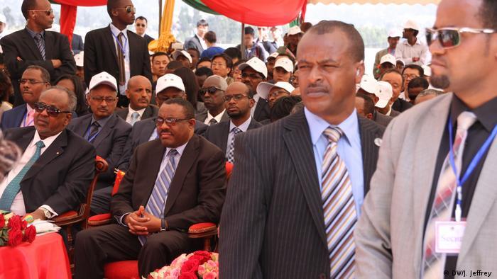Ethiopian prime minister Hailemariam Desalegn (center)