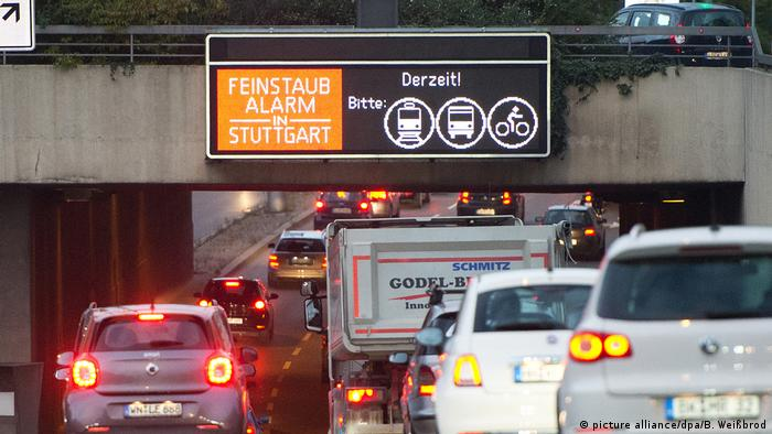 Air pollution warning: Fine particulate matter (picture alliance/dpa/B. Weißbrod)