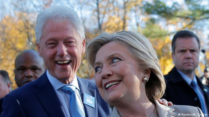 USA | Präsidentschaftskandidatin Hillary Clinton auf dem Weg zum Wahllokal (Reuters/B. Snyder)