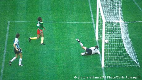Kamerun 1 Argentinien 0 (1990 WM) (picture-alliance/AP Photo/Carlo Fumagalli)