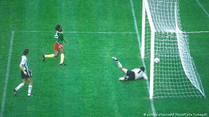 Kamerun 1 Argentinien 0 (1990 WM) (picture-alliance/AP Photo/Carlo Fumagalli)