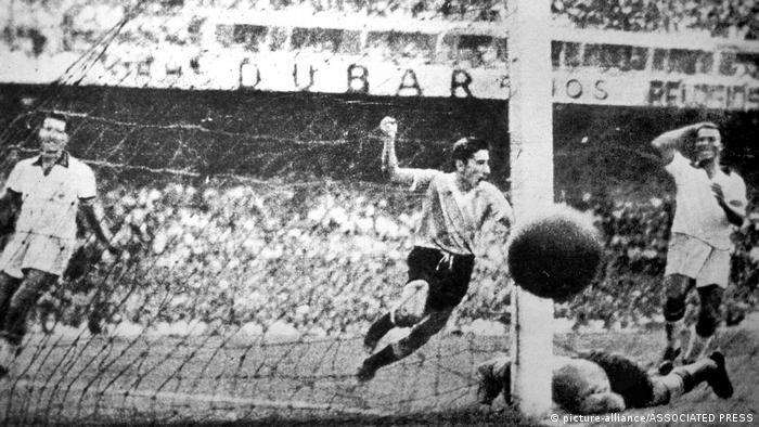 Uruguay 2 Brasilien 1 (1950 WM) (picture-alliance/ASSOCIATED PRESS)
