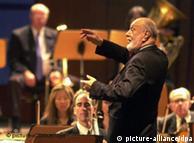 À frente da Orquestra Filarmônica de Nova York, em 2001, em Braunschweig