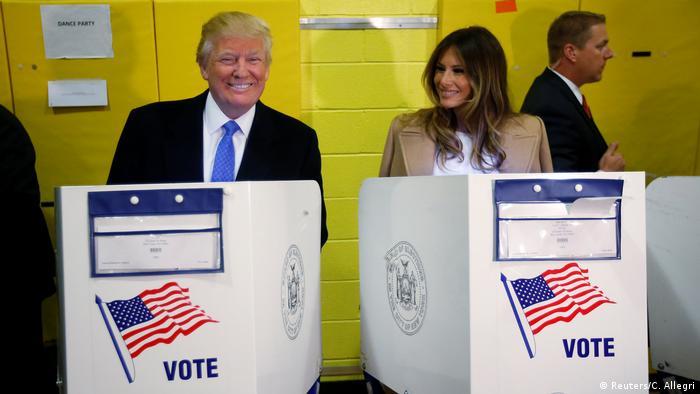 Дональд та Меланія Трамп голосують