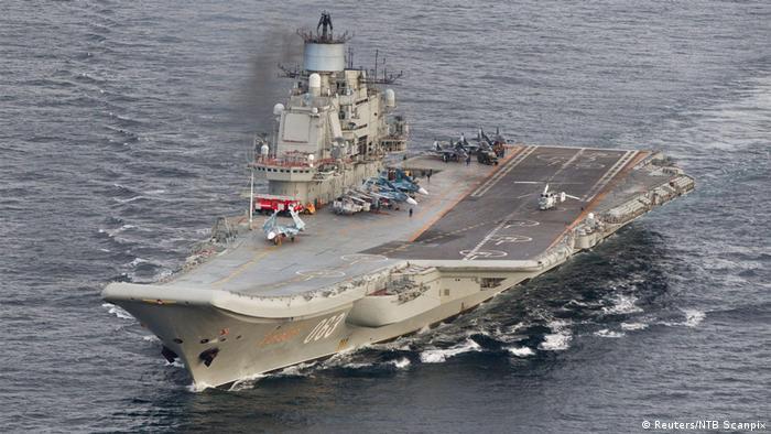 Norwegen | Der Russische Flugzeugträger Admiral Kuznetsov in iinternationalen Gewässern vor Norwegen