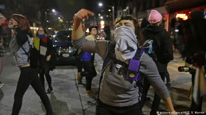 USA Seattle Anti-Trump Protest Wahlnacht (picture-alliance/AP/T. S. Warren)