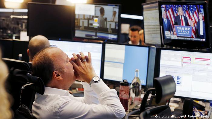 Frankfurt stock markets react to 2016 US election results (picture-alliance/AP Photo/M. Probst)