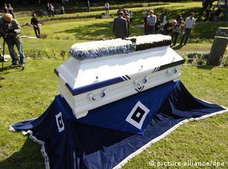 Hamburg takımının yaptırdığı resmi mezarlığa, 500 taraftar defnedilebilecek.
