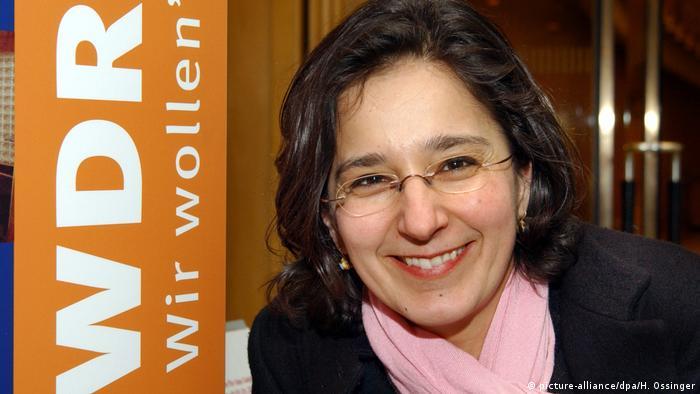 ایزابل شایانی از مادری آلمانی و پدری ایرانی که به عنوان پزشک در آلمان کار میکرد در سال ۱۹۶۷ در شهر اسن متولد شد. او تا سال ۲۰۱۵ گزارشگر ارشد شبکه اول تلویزیون آلمان در نیویورک بود. ایزابل شایانی از سال ۲۰۱۶ مسئول پروژه WDRforyou در شبکه سوم تلویزیون آلمان است.