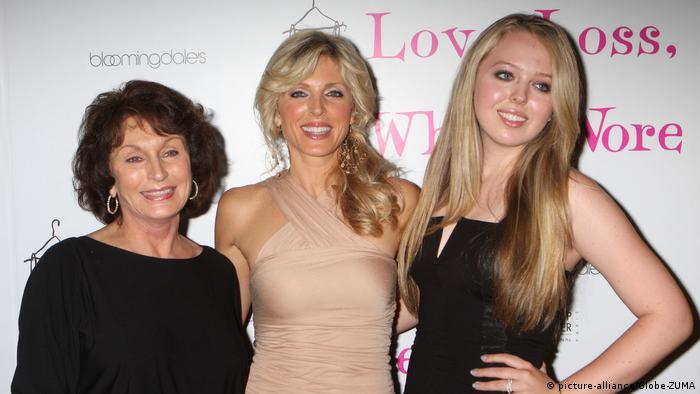 USA | Marla Maples mit Mutter und Tochter Tiffany Trump (picture-alliance/Globe-ZUMA)