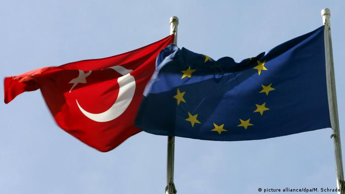 Turkey EU flag (picture alliance/dpa/M. Schrader)