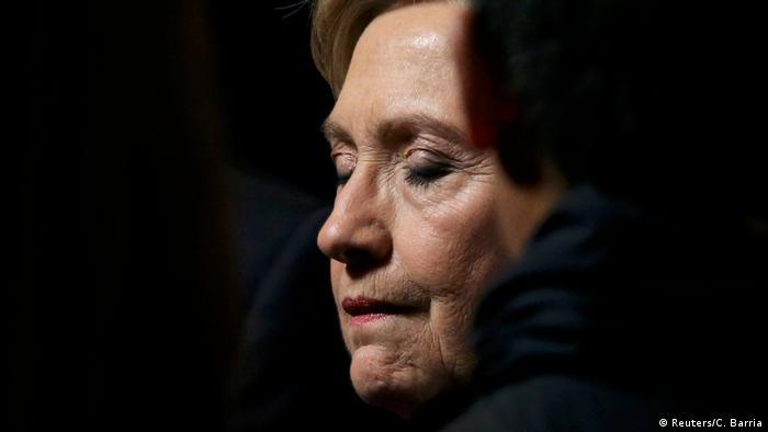 Клинтон возложила ответственность за поражение на выборах на главу ФБР
