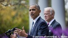 epa05624517 US President Barack Obama (L), alongside Vice President Joe Biden (R), speaks to the media about Donald Trump's victory over Hillary Clinton for the presidency in the Rose Garden of the White House in Washington, DC, USA, 09 November 2016. Americans voted on Election Day to choose Donald trump as the 45th President of the United States of America to serve from 2017 through 2020. EPA/JIM LO SCALZO +++(c) dpa - Bildfunk+++ |