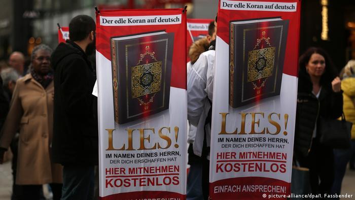 Dortmund Islamisten Werbung fuer den Koran (picture-alliance/dpa/I. Fassbender)