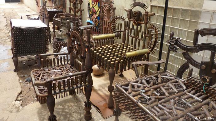 Mosambik Maputo Künstler Gonçalo Mabunda (R. da Silva)