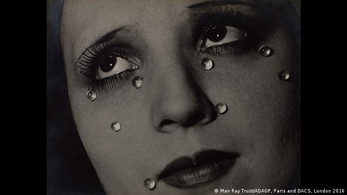 Ausstellung The Radical Eye Glass Tears (Foto: Man Ray Trust/ADAGP, Paris and DACS, London 2016)