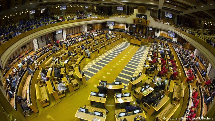 Südafrika Vertrauensabstimmung im Parlament Jacob Zuma (picture-alliance/dpa/N. Bothma)