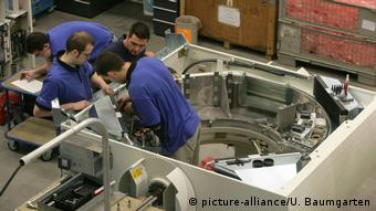 Workers at Siemens Healthineers (picture-alliance/U. Baumgarten)