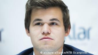 W latach 20092010 Magnus Carlsen współpracował z byłym wieloletnim mistrzem świata Garrim Kasparowem który karierę zakończył w 2005 roku W 2012 r