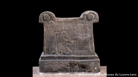 Οι μεσοποτάμιοι βασιλείς αντλούσαν την δύναμή τους από τον κόσμο των Θεών. Ως αντάλλαγμα προς τη θεία χάρη, οι ίδιοι όφειλαν να μεριμνούν για την ασφάλεια και τη δικαιοσύνη. Στη Μεσοποταμία απαντάνται και το πρώτο αρχέγονο σύστημα κωδικοποιημένου δικαίου.