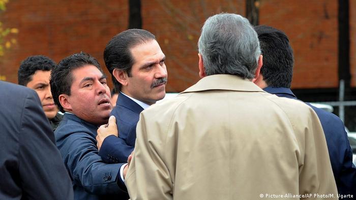Mexiko Verhaftung des Ex-Gouverneur Guillermo Padres Mexiko Verhaftung des Ex-Gouverneur Guillermo Padres Mexiko Verhaftung des Ex-Gouverneur Guillermo Padres (Picture-Alliance/AP Photo/M. Ugarte)