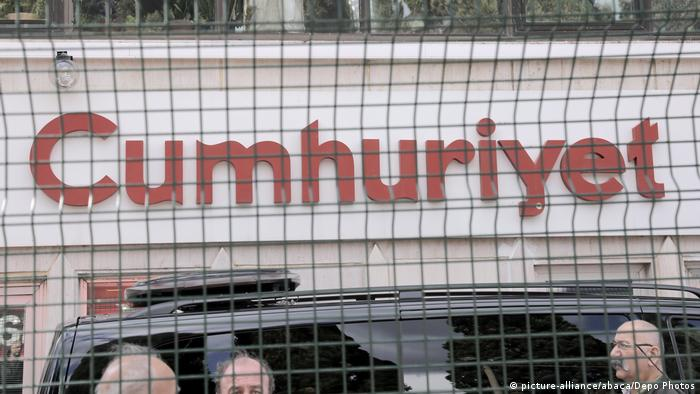 Newspaper Cumhuriyet in Istanbul (picture-alliance/abaca/Depo Photos)