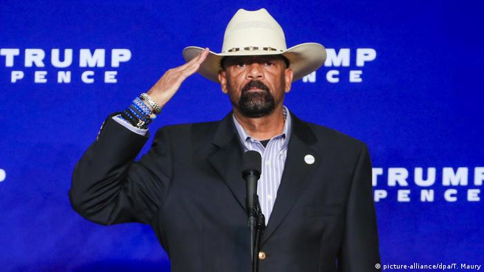 USA Wahlkampf Republikaner Donald Trump - Auftritt David Clarke in Wisonsin (picture-alliance/dpa/T. Maury)