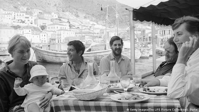 Kanada Cohen mit Gesellschaft in Hydra Griechenland (Getty Images/The LIFE Picture Collection/J. Burke)