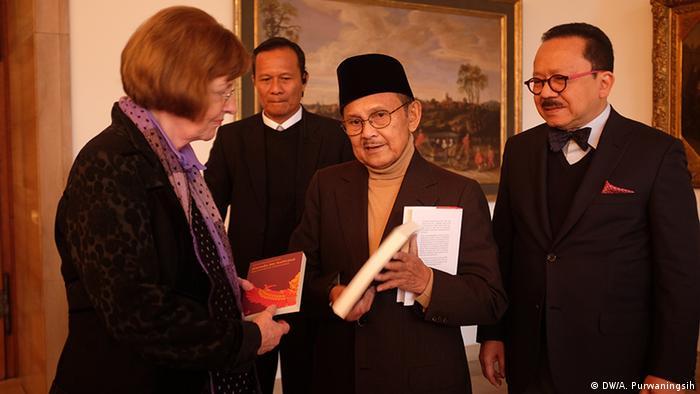 Indonesien BJ. Habibie Präsident (DW/A. Purwaningsih)