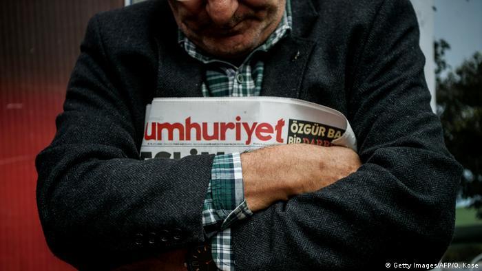 Türkei Proteste gegen Verhaftungen - Zeitung Cumhuriyet, Istanbul