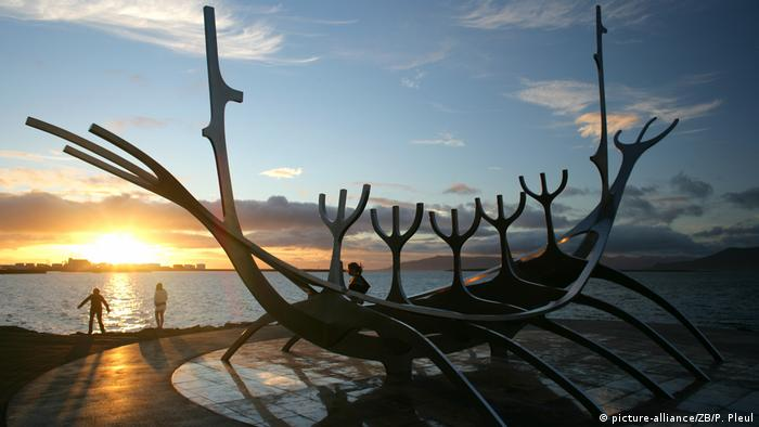 Island - Sonnenfahrer-Skulptur in Reykjavik